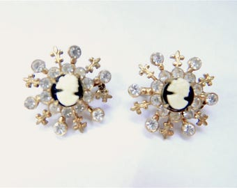 Vintage Two Gold Tone Black and White Cameo and Rhinestone Star Shaped Scatter Pin Brooch Set