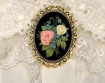 BE1 Black elegant brooch