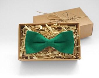 Dark green mens Bow tie, Emerald green linen bow tie, green wedding bow tie, mens bowtie, green bridal bow tie, emerald green necktie