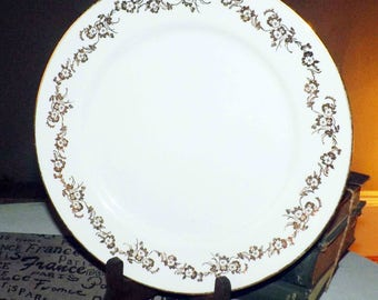 Mid-century (c.1950s) Georgian Fine China Japan large dinner plate. Decorated in Collingwood, Ontario by Canadian Art China Co.