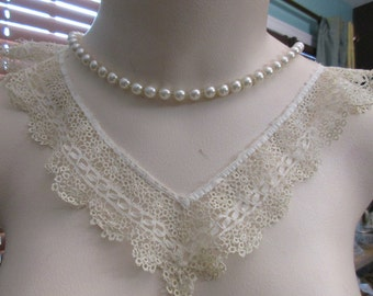 Vintage tiny crocheted collar, Antique lace, collectors
