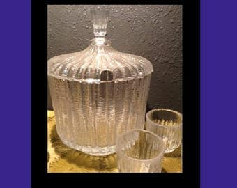 Beautiful Vintage Lidded Punch Bowl (Heavy) with 5 cups.