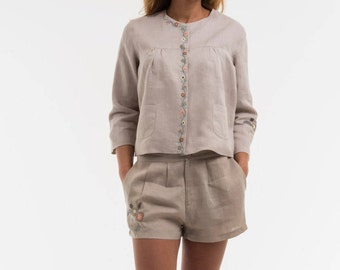 """Jacket """"OPTIONS"""" noble based on a 100% linen, we did run a romantic embroidery for her"""