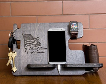 Personalized docking station with USA flag - Android, iPhone charging stand, gift idea - Mens, boyfriend charging dock