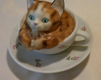 Vintage Musical Box ~ Kitty in a Cup ~ Plays A Piece Of Memories ~ Tabby Kat ~ Floral Tea Cup ~ Perfect for the Cat Lover