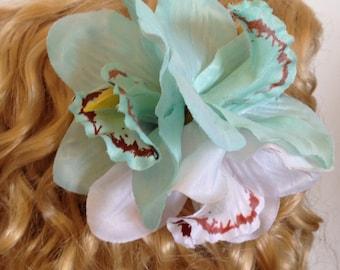 Hawaiin lily turquoise hair clip