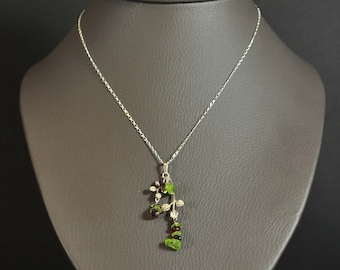 Ampelos necklace - chain and pendant silver Garnet and peridot