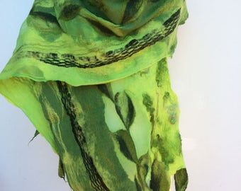 Felt shawl summer green Nuno felt / silk / merino wool / cloth / scarf / elegant / wedding / evening wear