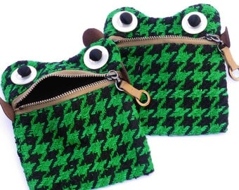 SALE Novelty frog coin purse.