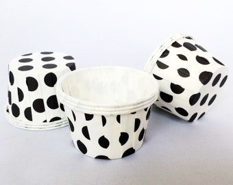 High Quality Pleated White & Black Polkadot Baking Cups Cupcake Cases Muffin Cups