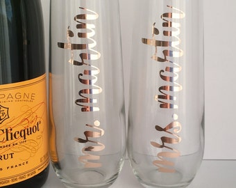 Personalized Mr and Mrs Champagne Flutes - Set of 2 Personalized Stemless Glasses - Bridal Shower - Engagement - Wedding Gift