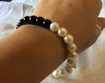 Bracelet of Pearl and Onyx