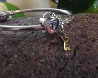 Pandora Key To My Heart Charm High Fashion Genuine Designer Sterling Silver Charm/Bead Free Velvet Pouch Bag