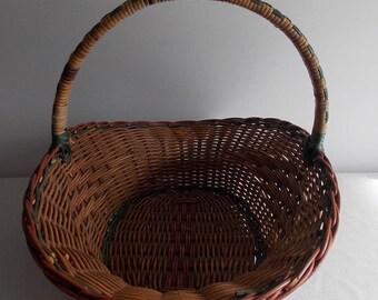 A lovely vintage woven wicker basket.