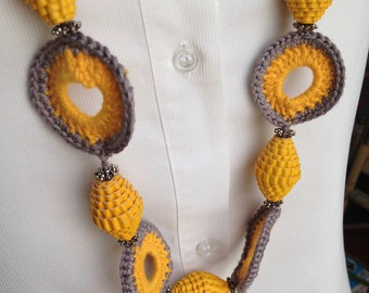 Yellow and grey-crochet necklace with Pearl paper