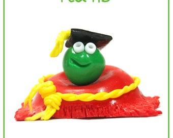 Pea-HD - Cute Polymer Clay Charm / Keyring / Ornament (Graduate Pea)