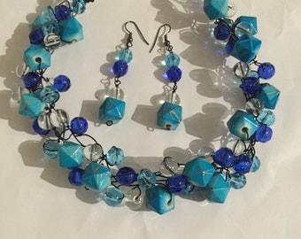 Blue wired necklace set