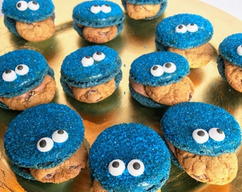 12 Cookie Monster Macarons