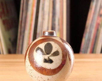 Japanese earthenware bud vase . traditional round bud vase in earth tones . 1970s vintage pottery bulb vase