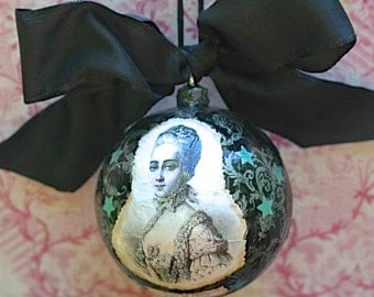 Ornament-The Countess  of Provence in Black