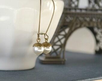 Cream Pearls, Minimal Pearl Earrings, Dainty, Vintage Inspired Pearl Earrings, Gift for Her, Everyday Earrings, Bridesmaid Wedding Gift
