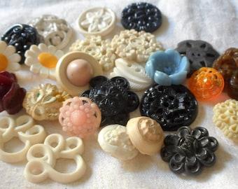 Lot of 24 VINTAGE Flower & Pierced Mix Plastic BUTTONS