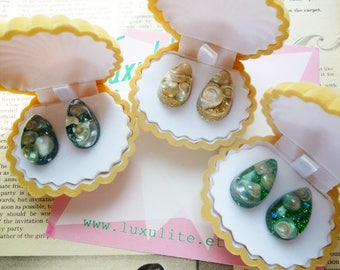 She Sells Seashells! 1950's Green, Champagne gold or Blue Confetti lucite inspired shell earrings handmade by Luxulite