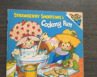 Strawberry shortcake's cooking is fun by Michael J Smollin 1980