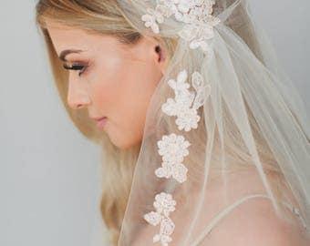 Lace Juliet Cap Veil, Champagne Bridal Veil, Lace Wedding Veil, Art Deco Cap Veil, Vintage Veil, 1920s Veil, Two Tier Fingertip Veil 1725