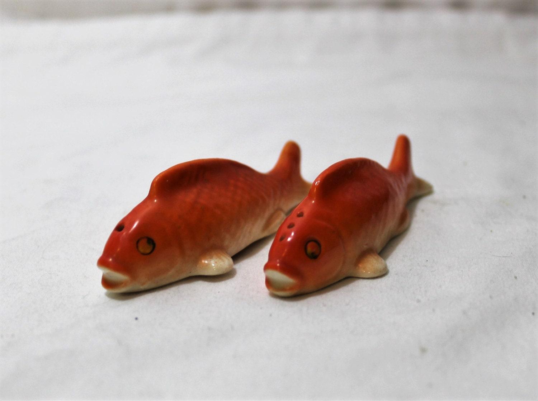Vintage orange fish ceramic salt and pepper shakers for Fish salt and pepper shakers