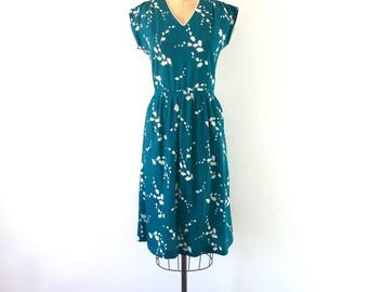 1970s Vintage Teal Green White Floral Print Cap Sleeve Midi Day Dress