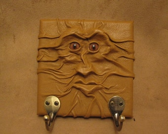 "Grichels leather wall hook - ""Pedkar"" 28796 - caramel brown with rusty brown slit pupil fox eyes"