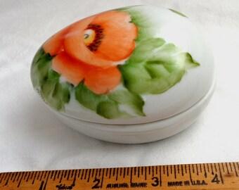 vintage little pill holder Poppy covered vanity bedroom ceramic porcelain box women egg shaped