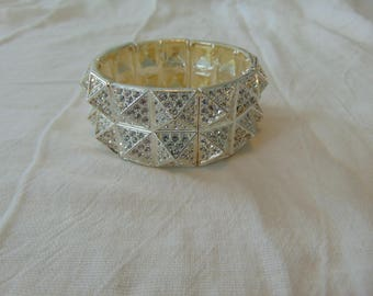 vintage unused fragments mfg. co. clear crystals silver plated stretch bracelet sparkling pyramid