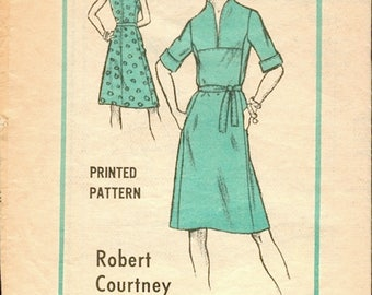 Seam Interest Vitnage 1970s Prominent Designer M176 Robert Courtney designed A Line Dress Sewing Pattern B36
