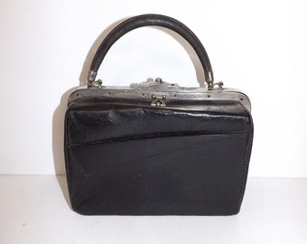 Vintage 1910s 1920s real black leather small gladstone doctors style handbag bag