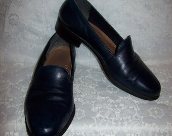 Vintage Ladies Navy Blue Leather Slip Ons Loafers by Easy Spirit Size 9 1/2 Only 7 USD