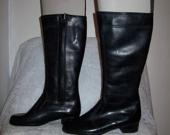 Vintage Ladies Fully Lined Knee High Snow Boots by Sears Size 9 Only 14 USD