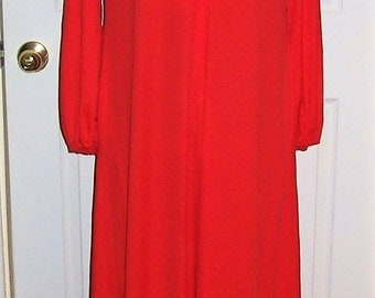 Vintage 1960s Ladies Red Maxi Lounge Dress Medium Mod Hippie Chic Only 14 USD