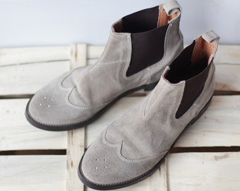 Vintage grey suede leather minimalist wingtip chelsea ankle boots Size 38 US 7.5