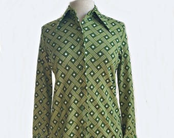 Vintage 70s green geometric shirt/ moss & lime green diamond striped lattice/ Import Corner/ Marco Polo/ button down summer blouse/ size S