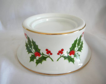 BEACON HILL Holly and Berry Pillar Candle Holder   Vintage
