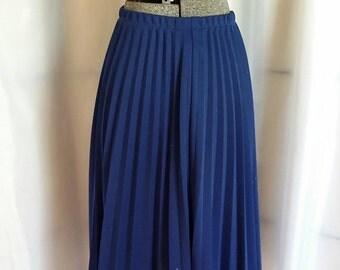 Shop closing Vintage skirt navy pleated skirt navy blue skirt accordion pleated skirt Vicki Waynes skirt size 10p