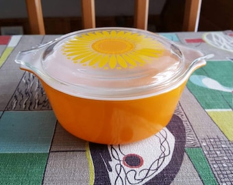 Vintage Daisy Pattern Orange Pyrex Casserole Dish with Lid  1.5 Pint   D221