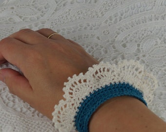 Crochet bracelet, turquoise crochet bracelet with crochet lace, 19.0 x 4.0 cm, cuff with lace, bracelet gift for women, crochet,