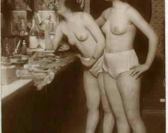 1920s ORIGINAL Erotic RPPC !!! / Nude Sexy Voluptuous Risque Classy Parisian Chic Vaudeville Flapper Girls / French Art Deco Boudoir Scene