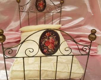 Beautiful 1/6 scale bed
