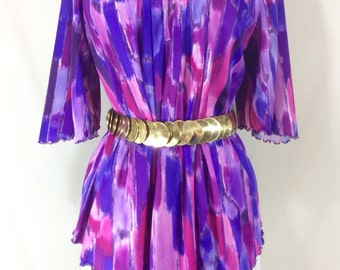Womens Vintage Stretchy Purple Poly Short Sleeve Top with Asymmetrical Hem size M/L