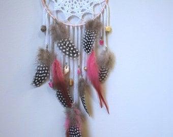 4,5'' crochet dreamcatcher pink feathers, newborn dreamcatcher, crochet doily center, baby dreamcatcher, newborn gift | Girls dreamcatcher