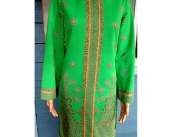 Vintage !970's Alfred Shaheen Kelly Green W/ Gold Trim Formal Pantsuit Mandarin Collar Tunic W/ Side Slits Elastic Waist Slacks Approx  Med